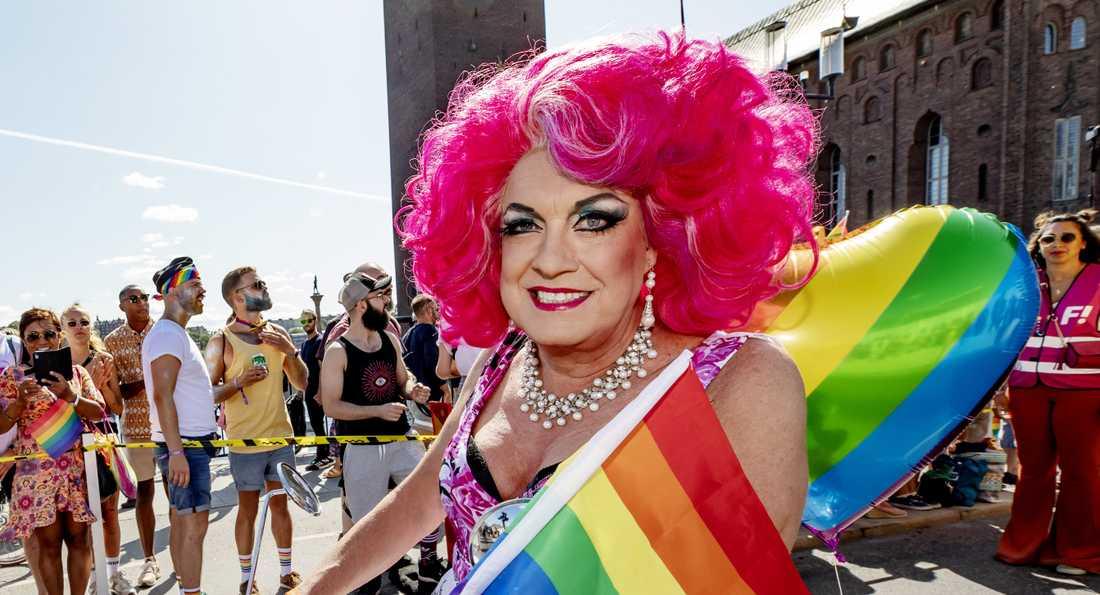 """Lars-Åke """"Babsan"""" Wilhelmsson under Prideparaden i Stockholm 2019."""