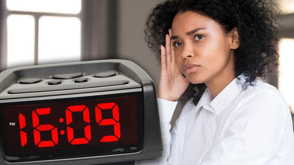 Kvinnors löner är 10,7 procent lägre än mäns. Omräknat till tid betyder det att kvinnor jobbar gratis efter klockan 16.09 varje dag, medan män får betalt för hela sin arbetsdag fram till klockan 17.00. Lagen är tydlig, kön ska inte avgöra lön. Ändå kan arbetsgivare lönediskriminera, skriver debattörerna.