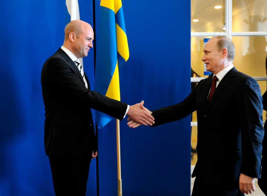 Glada miner mellan Rysslands premiärminister Vladimir Putin och statsminister Fredrik Reinfeldt på Rosenbad 2011.