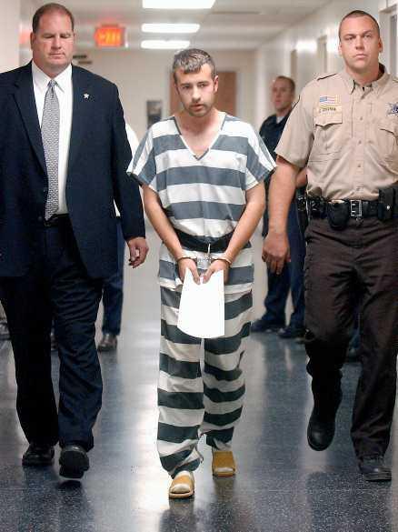Han vägrar att tala Shawn Bentler massakrerade hela sin familj, och vägrar att berätta varför.