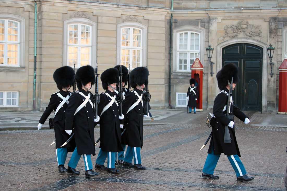 Slottet Amalienborg i Köpenhamn efter beskedet om  prins Henriks bortgång.