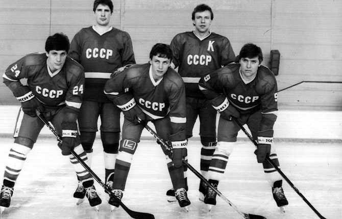 Den sovjetiska superfemman. Från vänster, Sergej Makarov, Alexej Kasatonov, Igor Larionov, Vjatjeslav Fetisov och Vladimir Krutov. Bilden är från 1985.