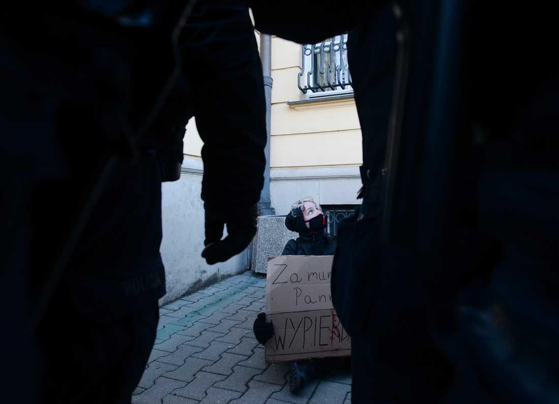 Abort är en het fråga, i synnerhet i Polen. Bilden är från en protest mot polisbrutalitet i samband med vinterns demonstrationer för aborträtt i Warszawa.