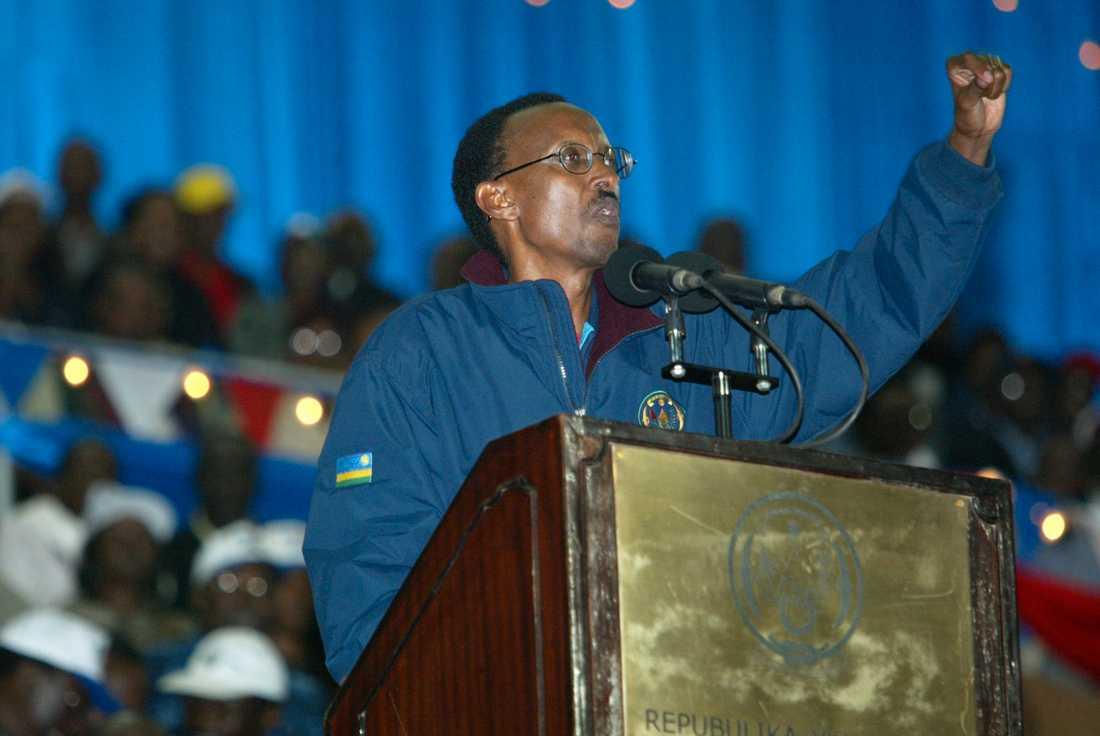2003 vinner Paul Kagame presidentvalet som är det första fria valet efter folkmordet. Han vinner med 94 procent av rösterna. Hans närmaste konkurrent, Faustin Twagiramungu, landar på tre procent. Arkivbild.