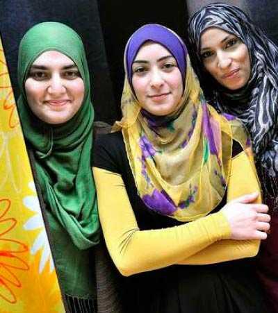 Cherin Awad, Dalia Azzam Kassem och Khadiga El Khabiry, Halal-tv.