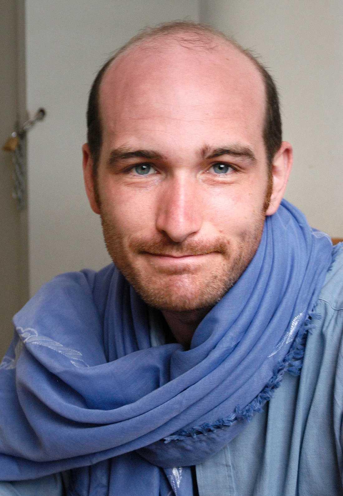 Nicolas Henin som regelbundet rapporterar för nyhetsmagasinet Le Point kidnappades av en oidentifierad rebellgrupp i Raqqa den 22 juni.