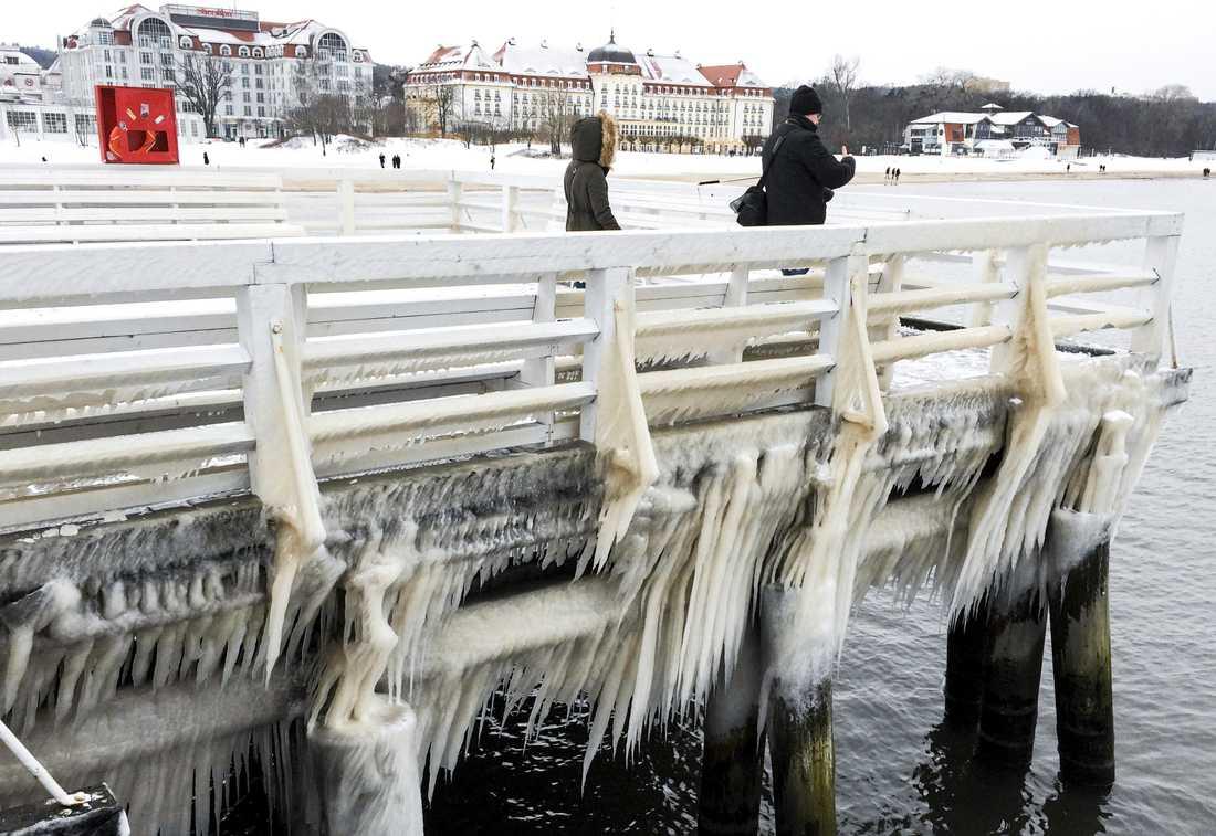 Snö och is i Sopot vid polska Östersjökusten.