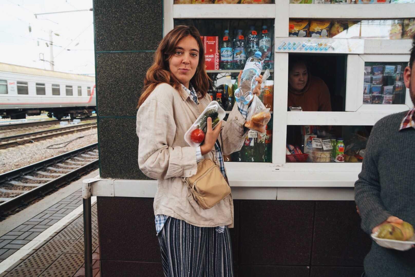 Sandys tips till den som vill resa Transsibiriska järnvägen: Ta med mat.