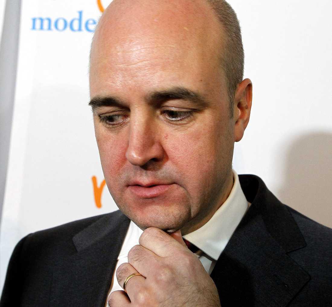 """Statsministern vill inte debattera sjukvården med Juholt i maj. """"Reinfeldt vill förmodligen vara förberedd till tänderna när han möter Juholt första gången"""", säger statsvetaren Jenny Madestam."""