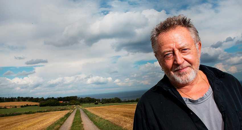öppna landskap Ulf Lundell vägrar ge upp kampen mot konsttornet i Kivik.