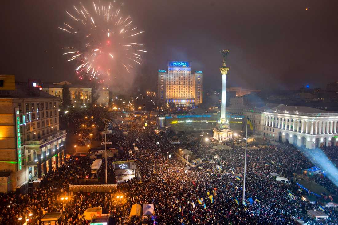 Demonstranter firar nyåret den 1 januari 2014 i samband med Majdanrevolten.