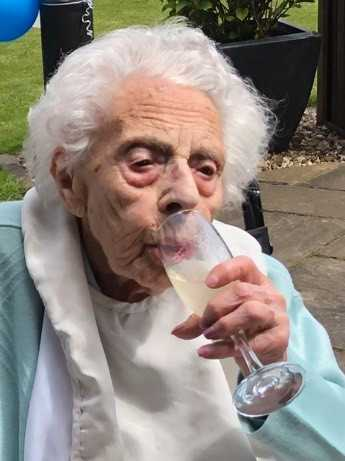 Dorothy Flowers har just fyllt 108 – och älskar champagne.