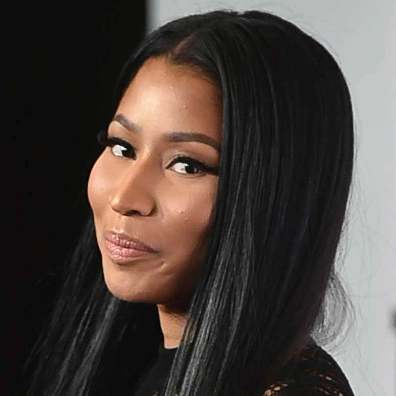 Nicki Minaj betalar fansens studielån.