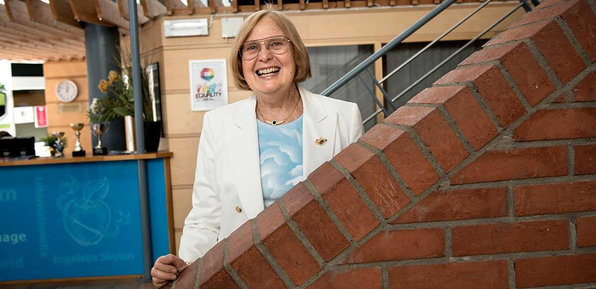 Barbara Bergström, grundare av koncernen Internationella engelska skolan, har via en donation till Handelshögskolan i Stockholm fått en professur i skolledarskap inrättad.