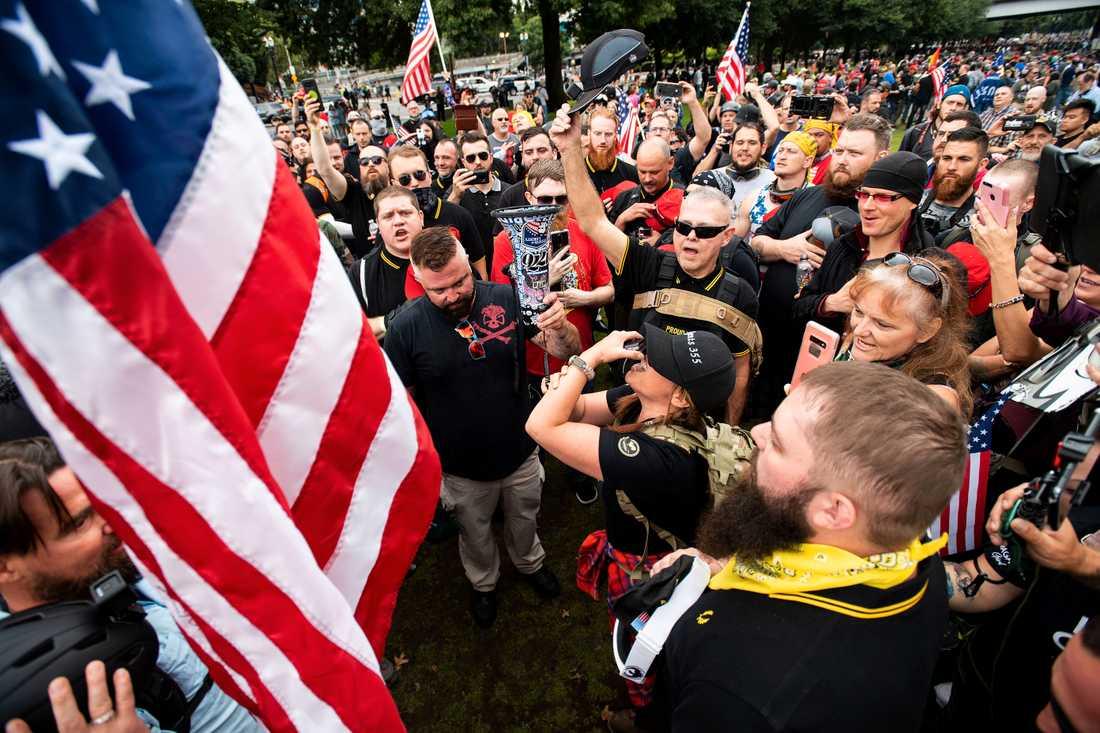 Högerextrema grupper vill att antifascistiska grupper ska terrorstämplas.