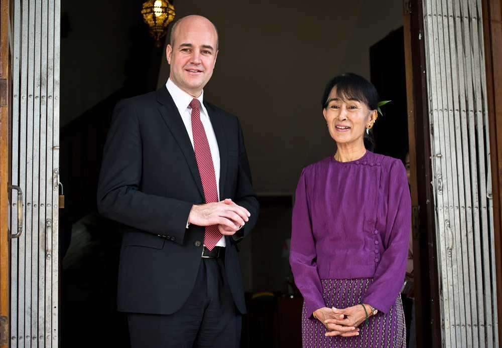 """Fredrik Reinfeldt passade på att bjuda in Aung San Suu Kyi till Stockholm. """"Det vore fantastiskt,"""" sa Reinfeldt."""