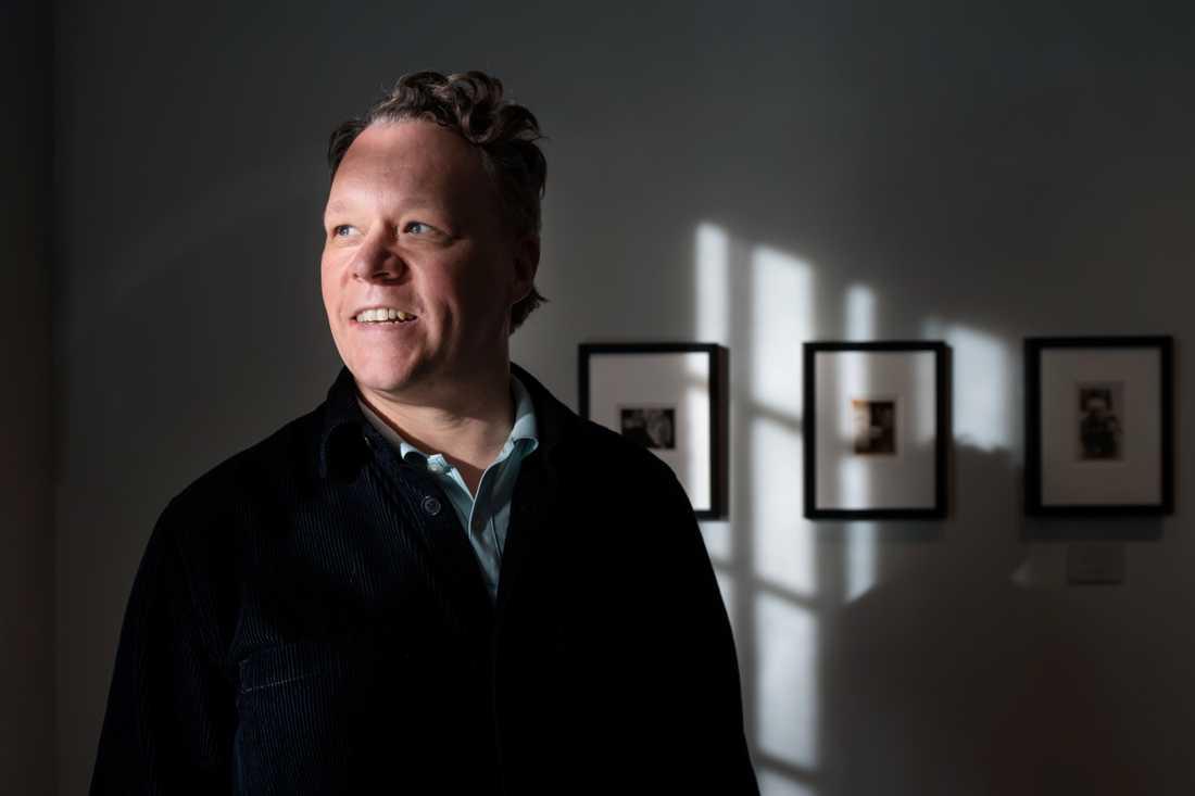 Patrik Steorn, museichef på Thielska galleriet, ser likheter mellan Edvard Munchs fotografiker och hans grafik.