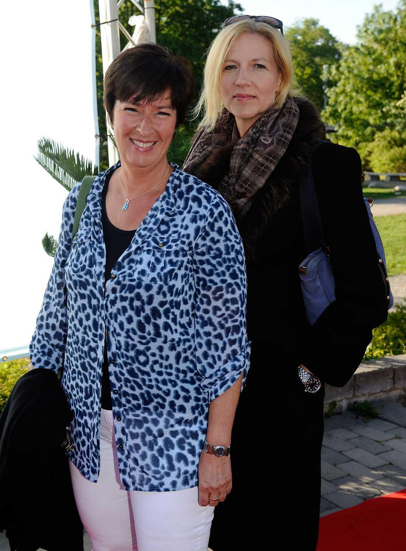 Liza Marklund och Mona Sahlin. Det var Mona som kom med beskedet att Anna Lindh avlidit.