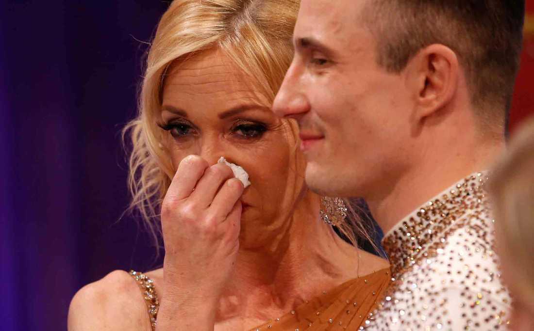 Linda Lindorff kunde inte hålla tårarna tillbaka under resultatshowen.