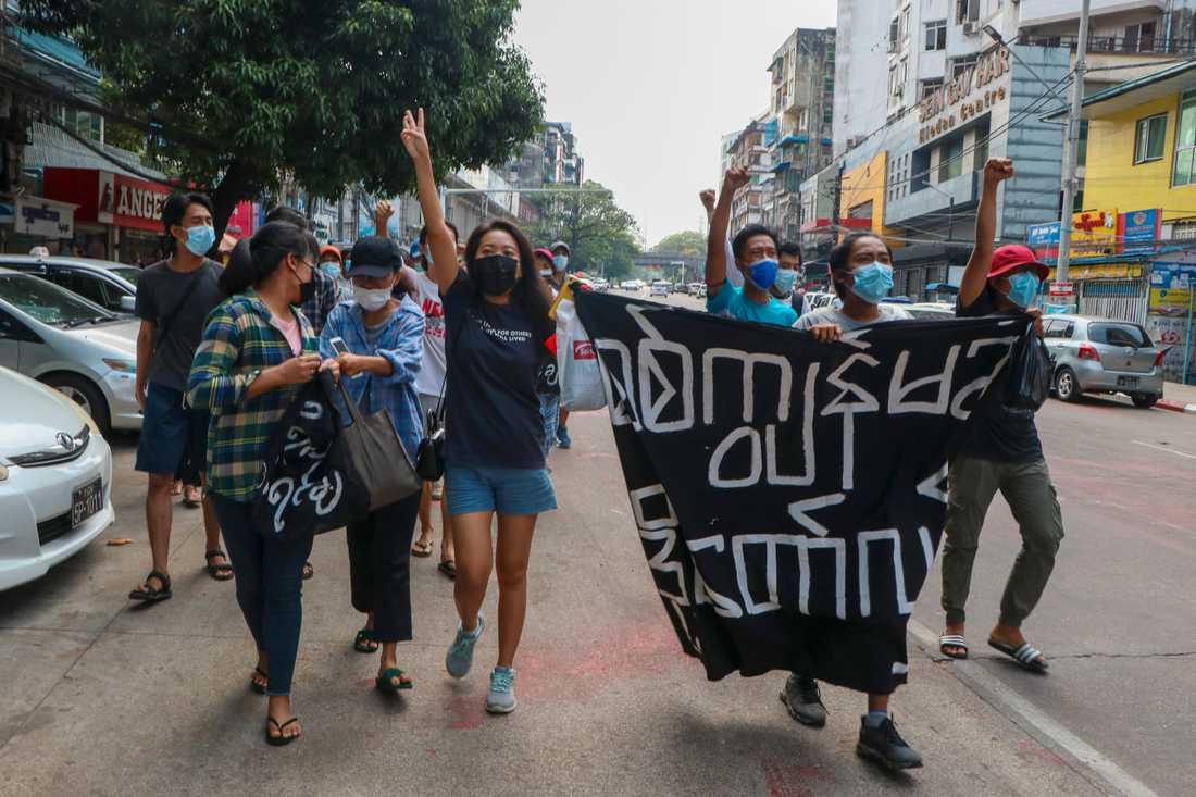 Fortsatt protester i Myanmar, här i landets största stad Rangoon.
