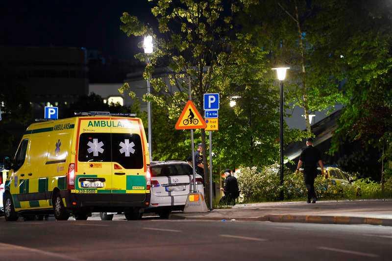 Två personer hittades skadade i Kista.