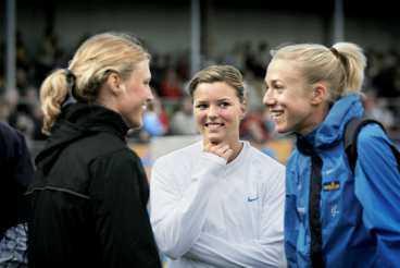 De svenska friidrottstjejerna Kirsten Belin, Susanna Kallur och Kajsa Bergqvist njöt i går.