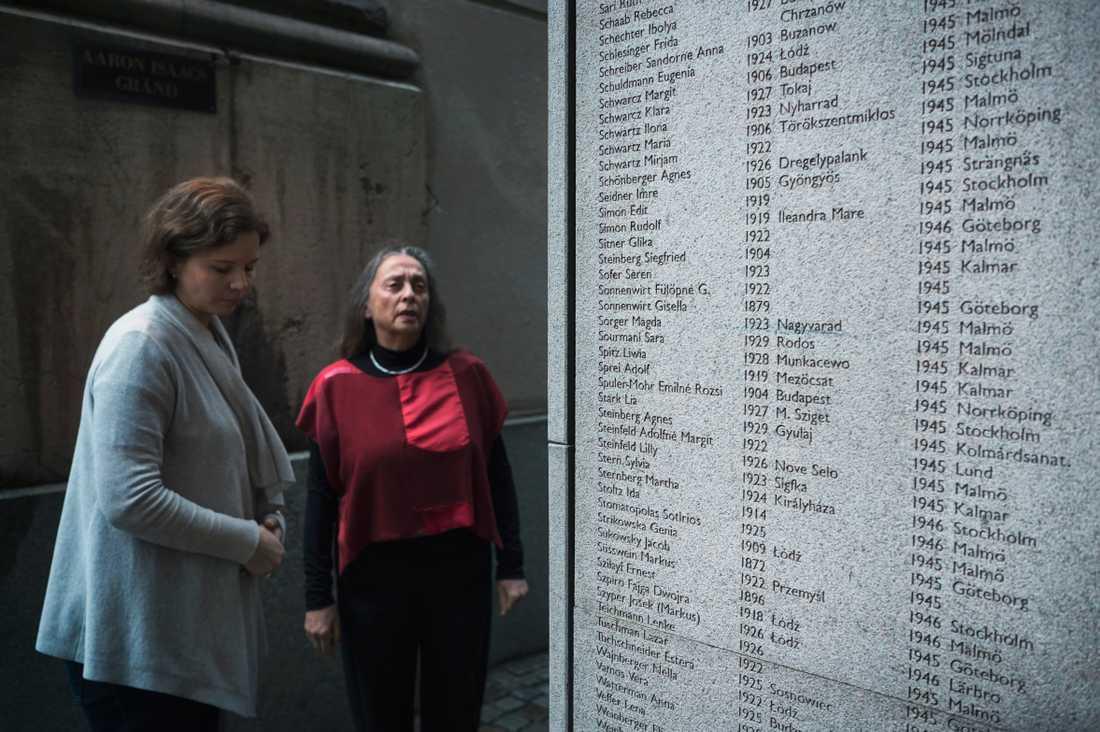 Sara Wasersztrum och Charlotte Manderman på Judiska församlingen i Stockholm.