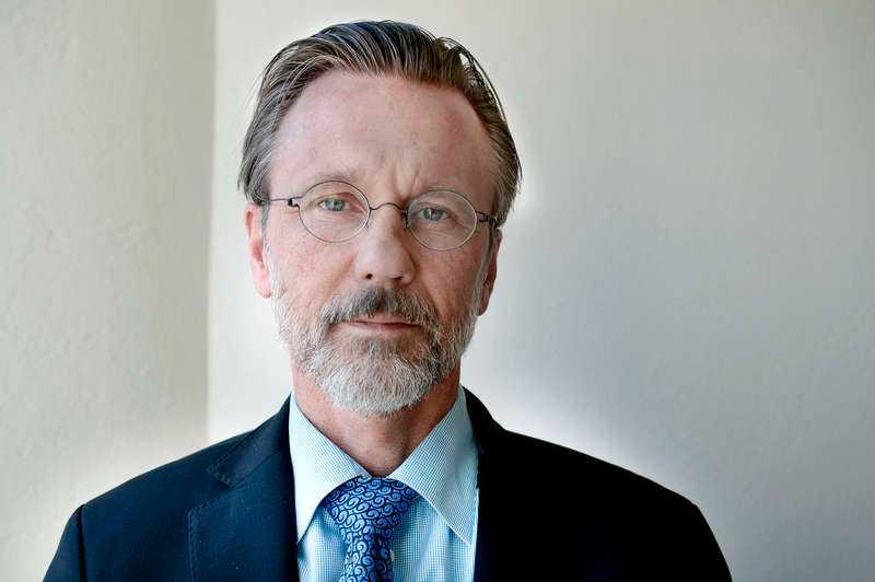 Thomas Olsson, Sture Bergwalls advokat, har begärt att en ny psykiatrisk utredning ska göras och menar att Säter vidhåller att Bergwall är sjuk för att rädda sitt anseende.