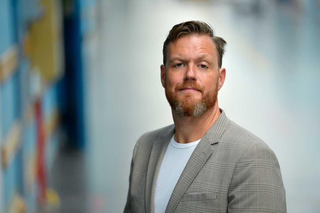 Kristoffer Appelquist, programledare för Svenska Nyheter, berättar att det var klurigt att få alla att ställa upp i videon. Arkivbild.