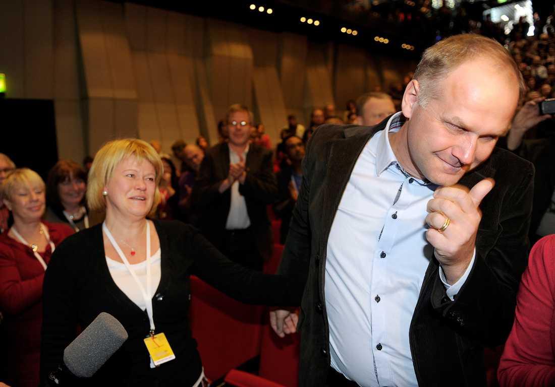 DET BIDDE EN JONAS Jonas Sjöstedt har tagit sin första seger och blivit vald till partiledare – men nu väntar flera tuffa utmaningar.