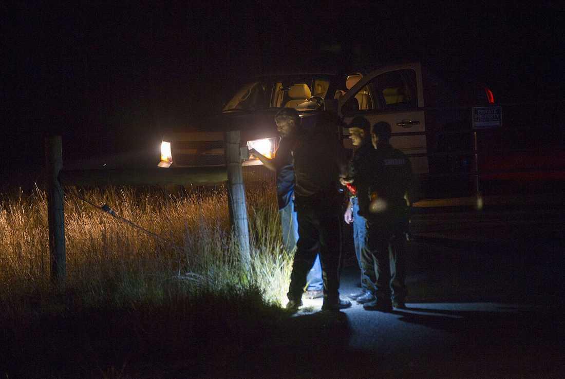 Polis på plats vid Devin Kelleys bostad.