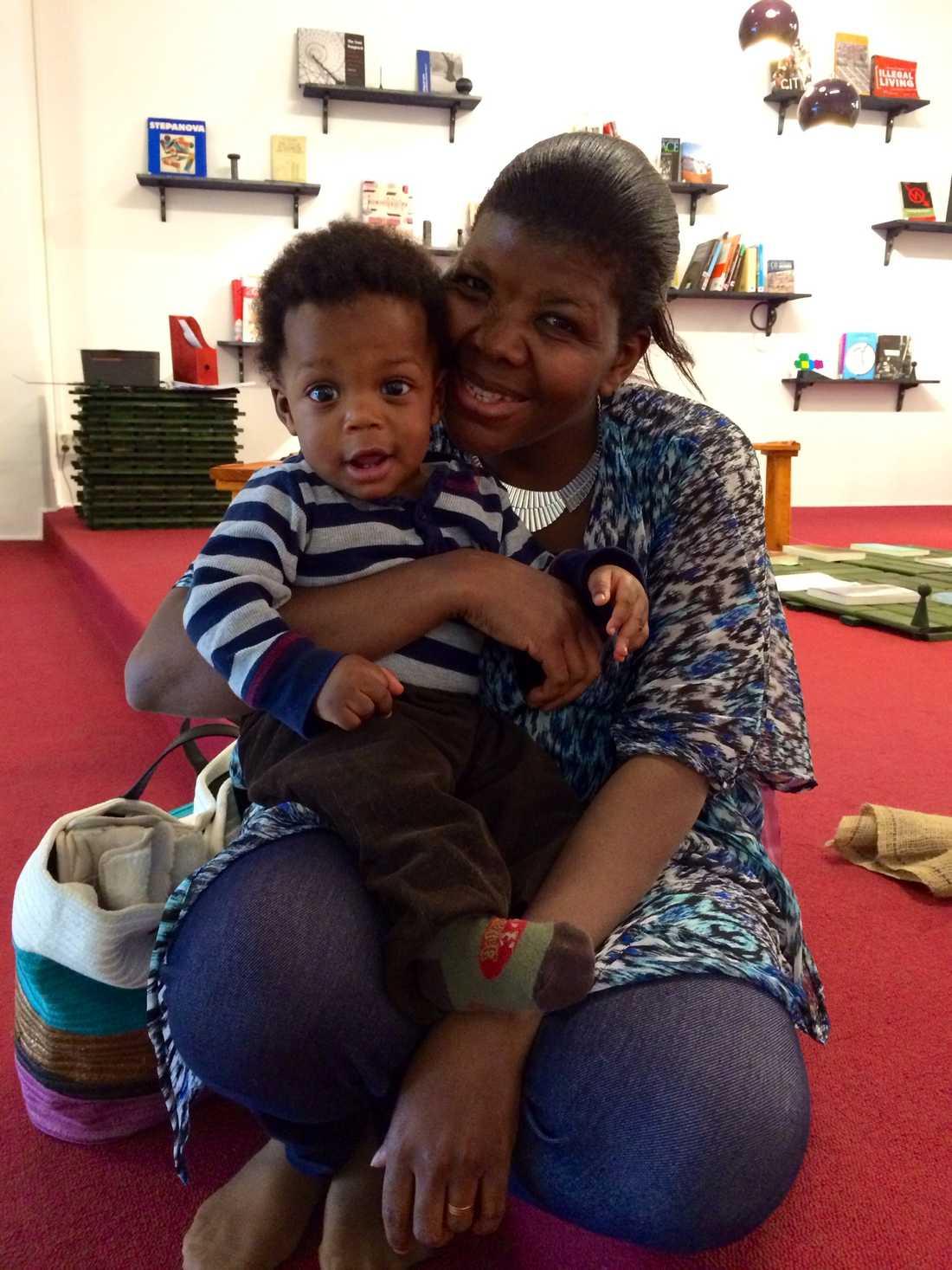 Mamma Gladys Nabatte har under våren deltagit i föräldragrupperna i Tensta konsthall tillsammans med sonen Stephen, 10 månader. I höst kommer hon att åka till Sollentuna istället för att träffa nya föräldrar och kompisar till sin son.