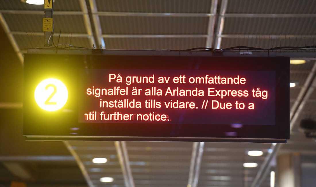 Det är just nu stopp för all tågtrafik genom centrala Stockholm.