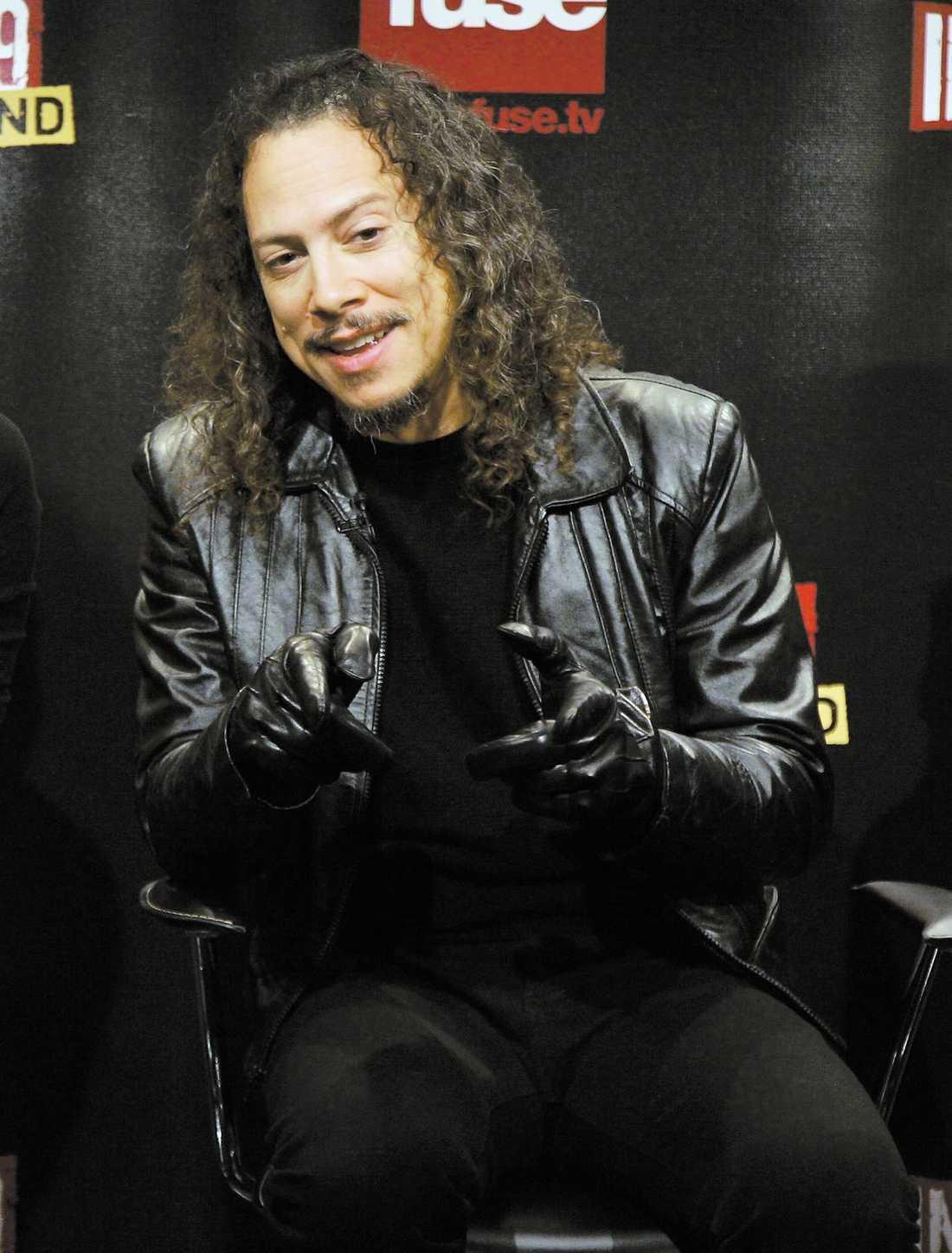 """Kirk Hammett ser fram emot att återvända till Sverige och möta Metallicas kanske mest hängivna fans. Men han brottas fortfarande med tunga minnen från dödsolyckan i Småland för 22 år sedan. """"Men vi har aldrig låtit den händelsen svärta ner hur vi ser på landet i stort"""", säger han."""