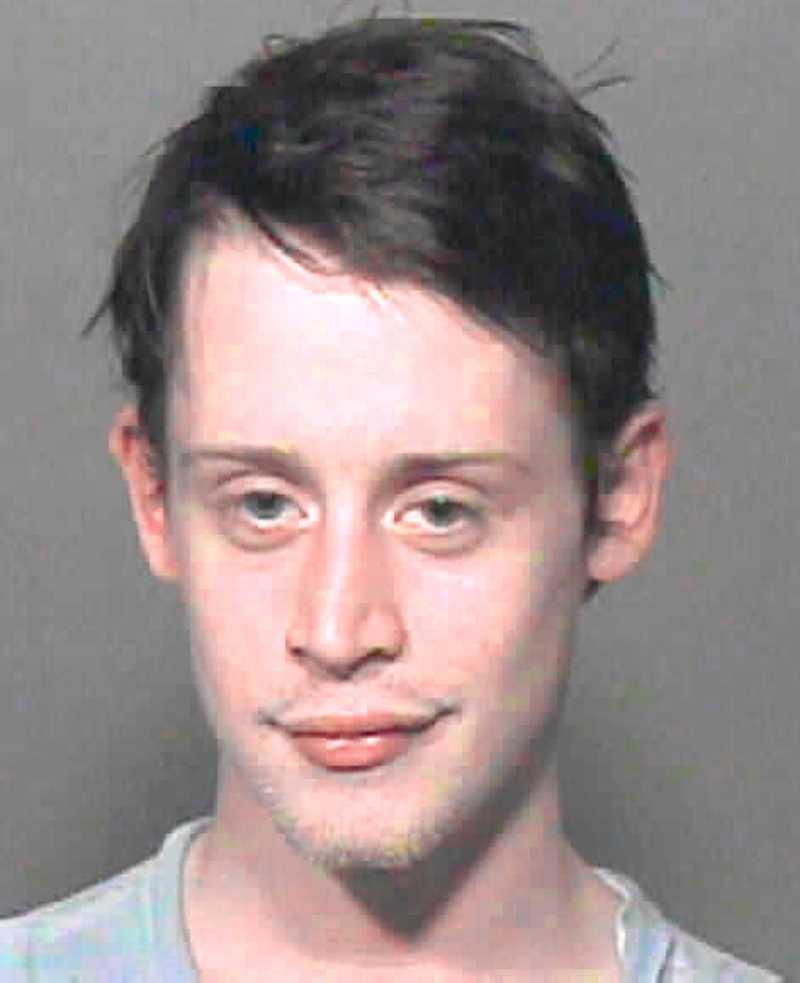Orsaken till besöket i rätten Mugshot sedan han gripits för narkotikainnehav i Oklahoma city 2004.