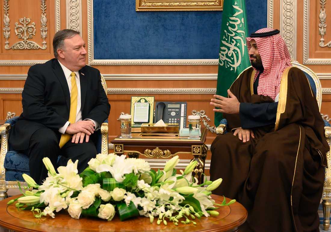USA:s utrikesminister Mike Pompeo under ett möte med saudiske kronprinsen Mohammed bin Salman. Arkivbild.