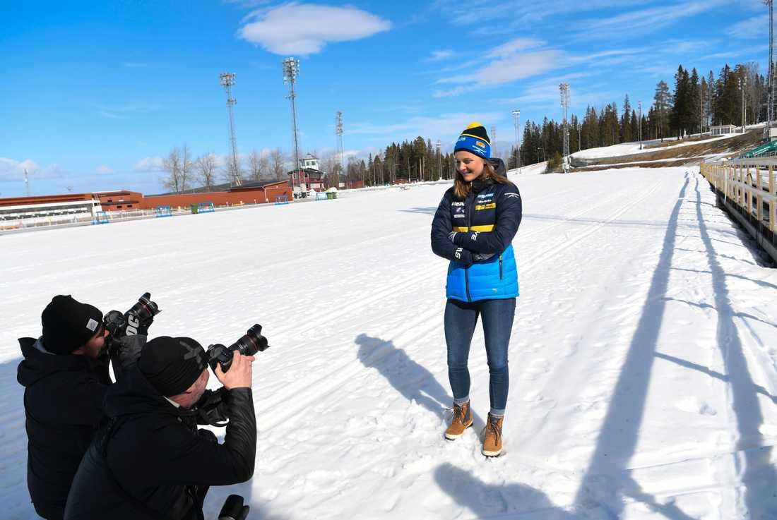 Stina Nilsson på skidskyttestadion i Östersund.