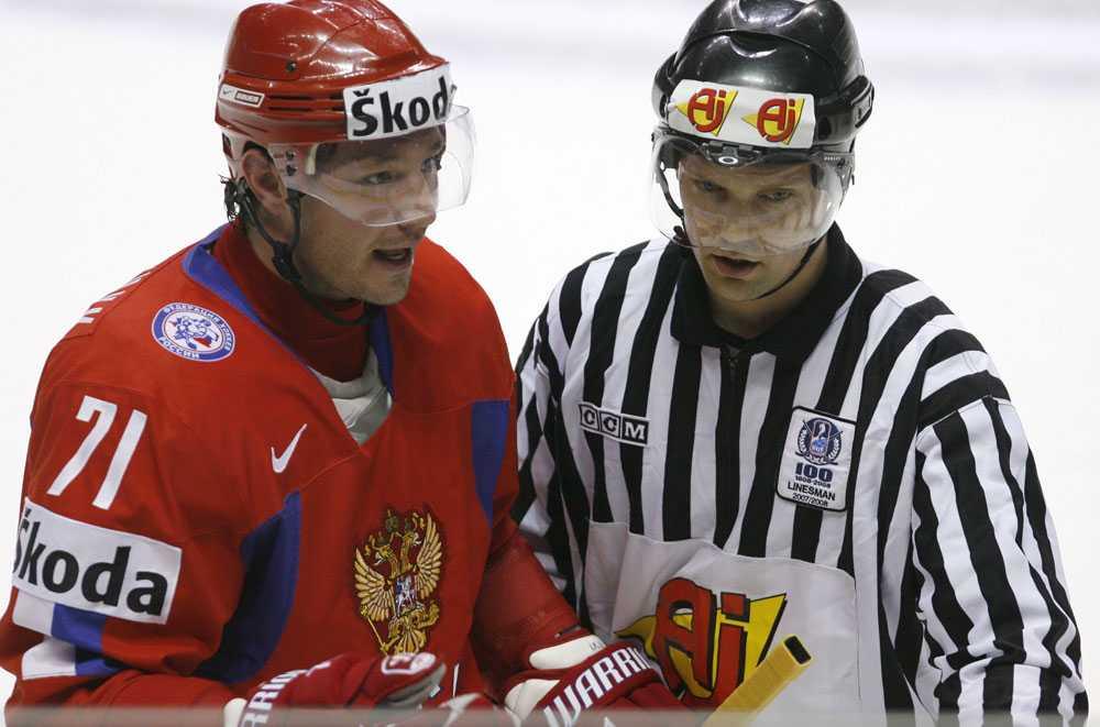Kovaltjuk är upprörd efter att ha fått matchstraff efter en fajt med Anton Strålman.