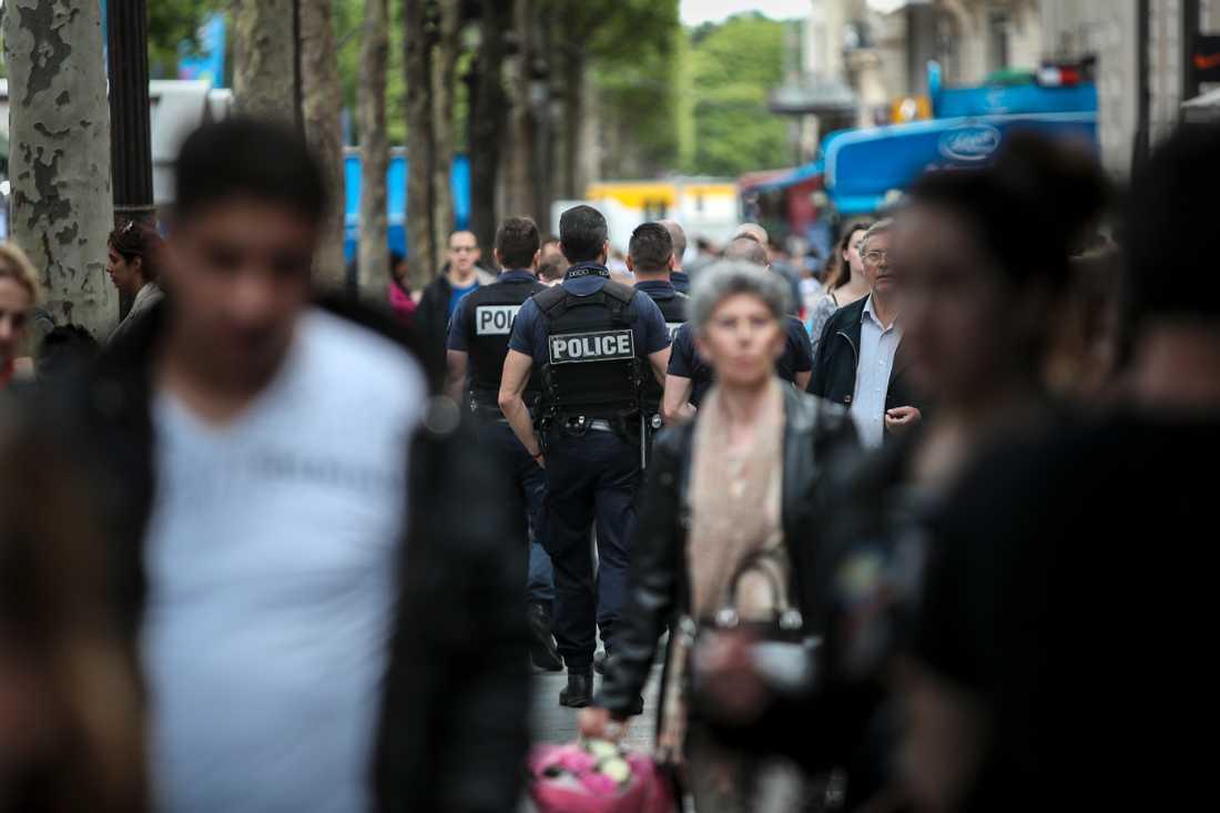 Gatorna i de franska städer där EM-matcherna spelas har varit täta med poliser.
