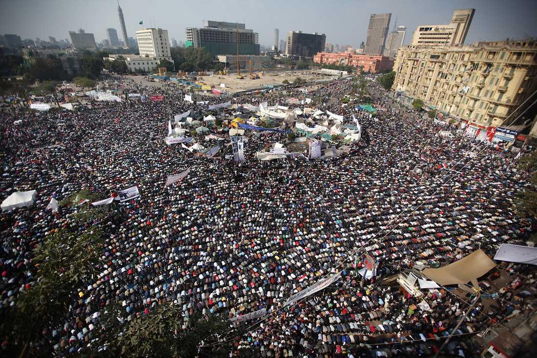Enligt uppgifter demonstrerade 100 000 vid Tahrir-torget i fredags.