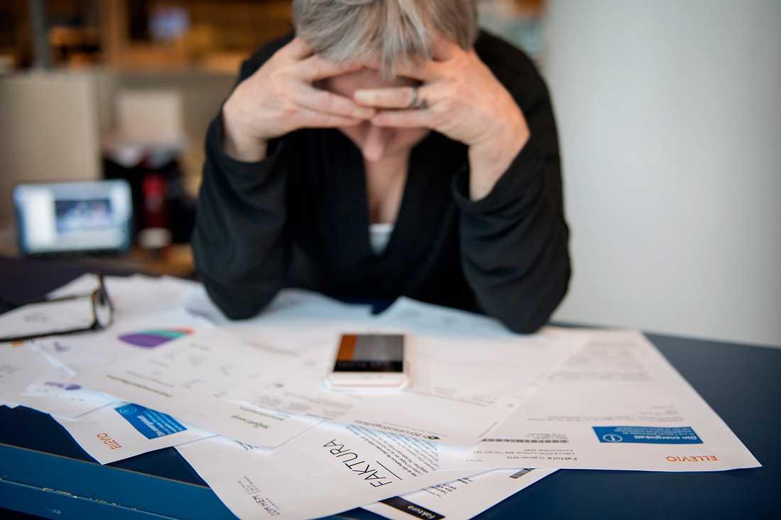 Skuldsanering - när skulderna är så många att dom är omöjliga att lösa i framtiden.