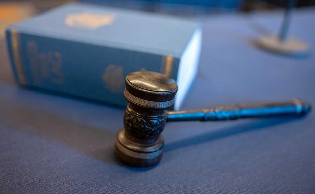 En man i 40-årsåldern döms av Skaraborgs tingsrätt till tre års fängelse för bland annat grovt sexuellt övergrepp mot barn, grovt utnyttjande av barn för sexuell posering och grovt barnpornografibrott. Arkivbild.