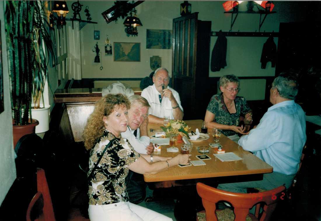 Friedhelm Hilbert var en världsvan man. Under hela sitt liv arbetade han inom byggbranschen - och reste från land till land. Friedhelm Hilbert skaffade aldrig familj, men för sina vänner berättade han ofta om en svensk kvinna han träffade 1960. Enligt Hilbert ska de ha blivit förälskade - och fått en dotter.