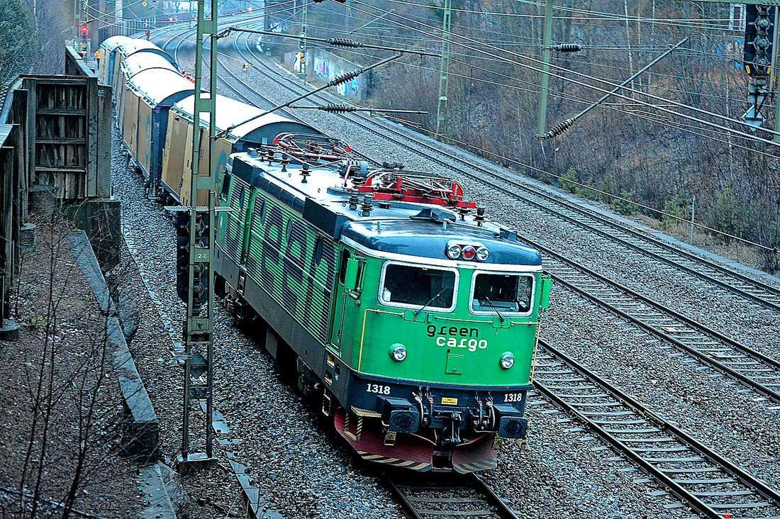 Investeringar som lett till sänkt moms på hamburgare men väldigt lite ny järnväg har lett till att Sveriges BNP per capita inte växt någonting på fyra år.