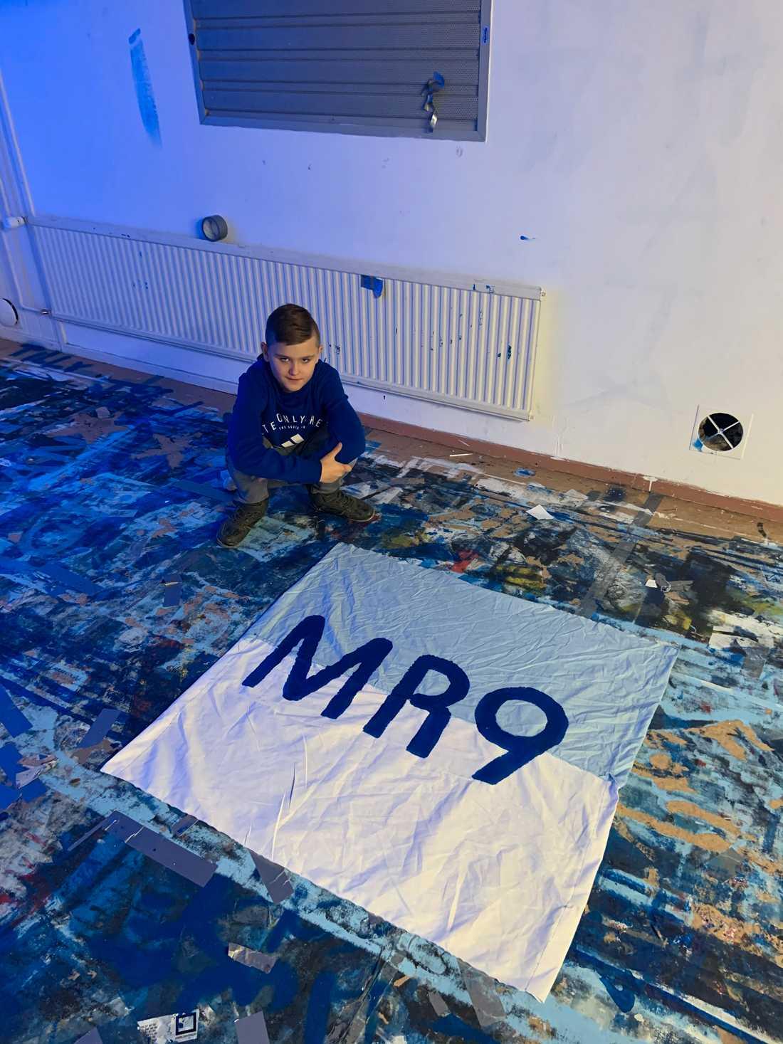 """""""Mackan har betytt allt för MFF och det är anledningen till att jag velat göra en flagga till honom"""", säger Ludvig."""