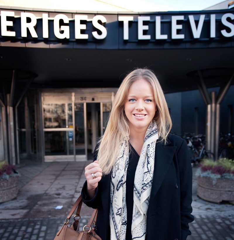 Ebba von Sydow utanför sin arbetsplats.