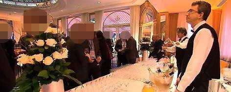 """HÄR FESTADE KOMMUNENGöteborgs kommun bjöd 40 av sina anställda på lyxhotell i Cannes. När """"Uppdrag granskning"""" började nysta i saken anlitade kommunen externa pr-konsulter - för en halv miljon kronor."""