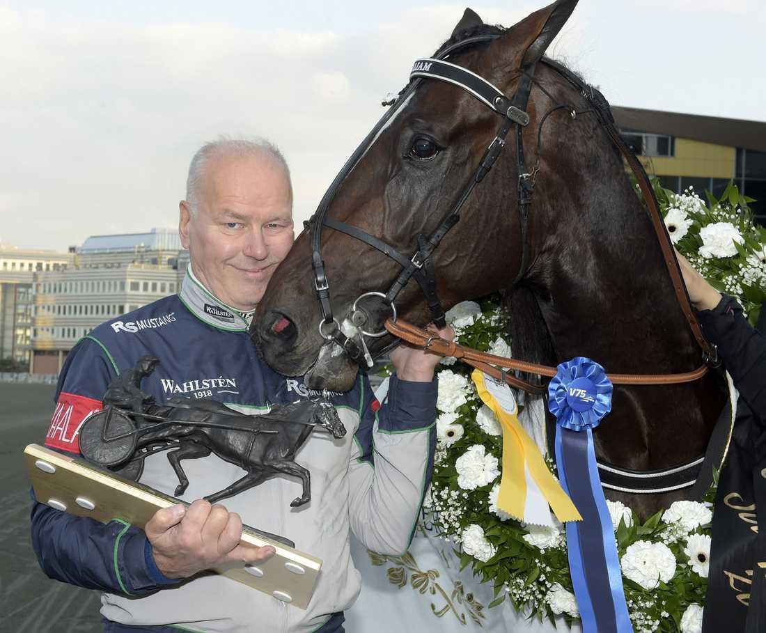 Timo Nurmos och Villiam efter segern i Svenskt Travkriterium 2017.