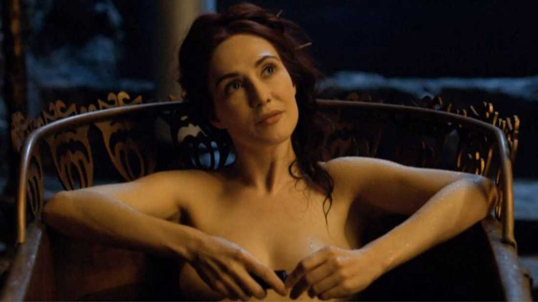 """MAKTMEDEL Carice van Houten spelar prästinnan Melisandre, som hade ett antal avklädda scener i den fjärde säsongen av """"Game of thrones"""". """"Folk pratar mer om mina bröstvårtor än om huvuden som blir avhuggna och det känns väldigt märkligt för mig"""", säger hon om kritiken mot serien."""