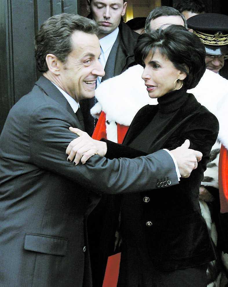 I onsdags återvände justitieminister Dati till jobbet och fick en kram av president Sarkozy. Både han och hans bror François har pekats ut som pappa.